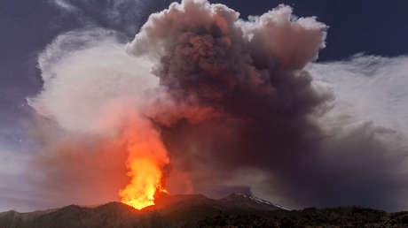 VIDEO: El volcán Etna no da tregua y registra su sexta erupción en ocho días
