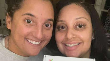 Dos amigas que trabajaban juntas y se conocían desde hace varios años descubren que son hermanas biológicas