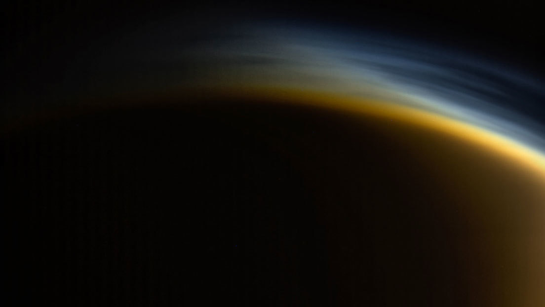 Simulan cómo la neblina de la mayor luna de Saturno genera sustancias clave para la vida