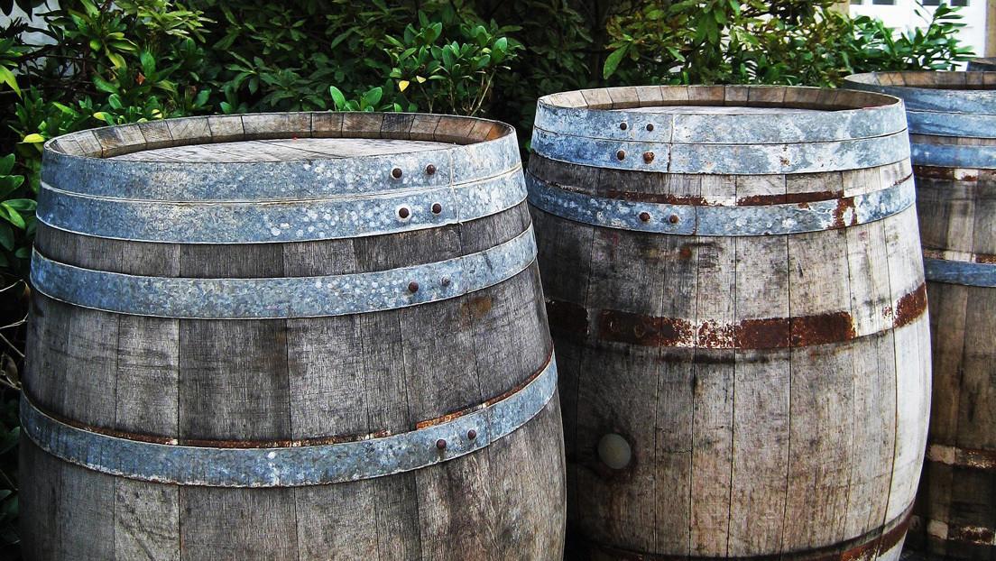 Roban 600 litros de cerveza que se estaban macerando en el fondo del mar en Argentina
