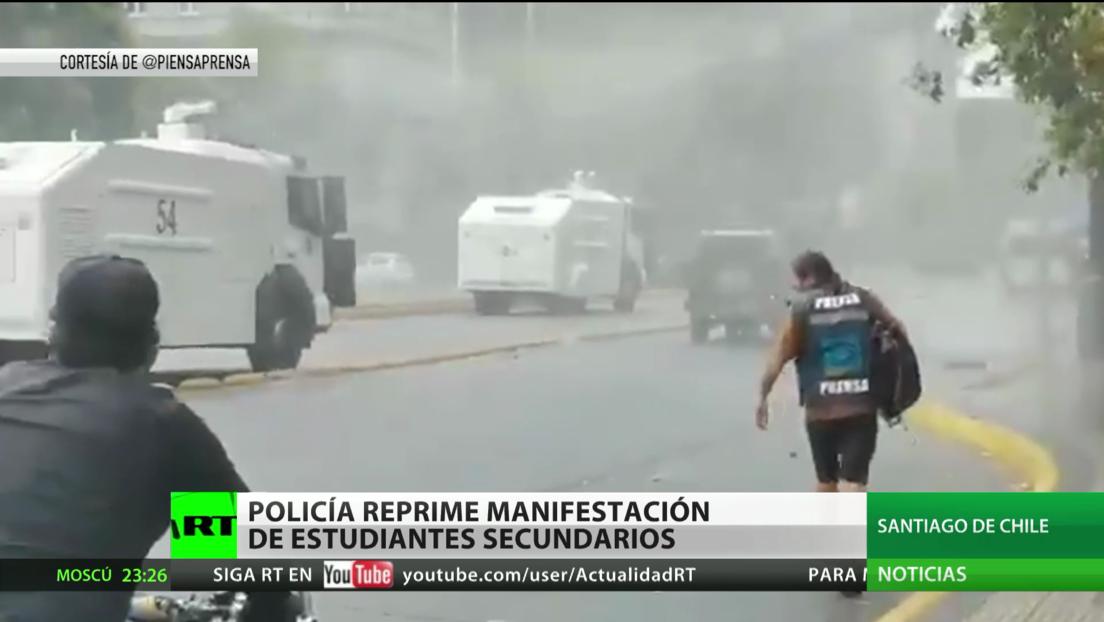 Policía chilena reprime una manifestación de estudiantes secundarios