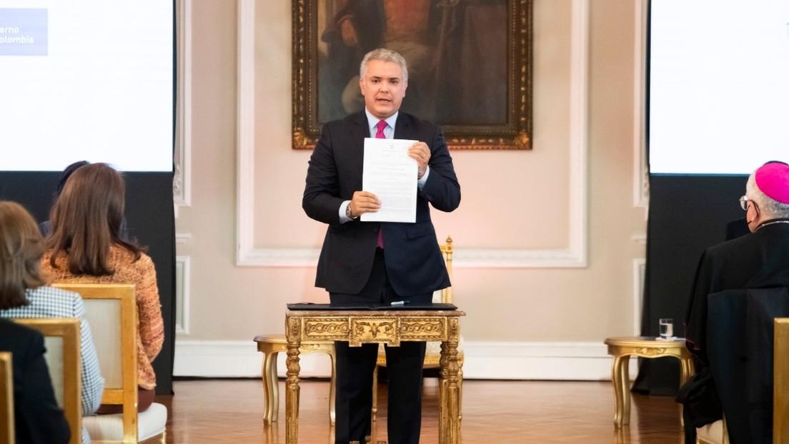 Duque firma el decreto para regularizar a los migrantes venezolanos en Colombia