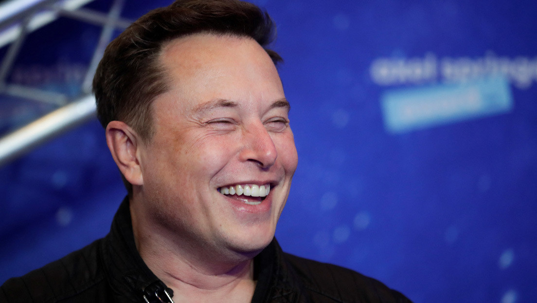 La madre de Elon Musk recuerda que su hijo tuvo que repetir un examen de informática porque... su nota fue demasiado 'increíble'