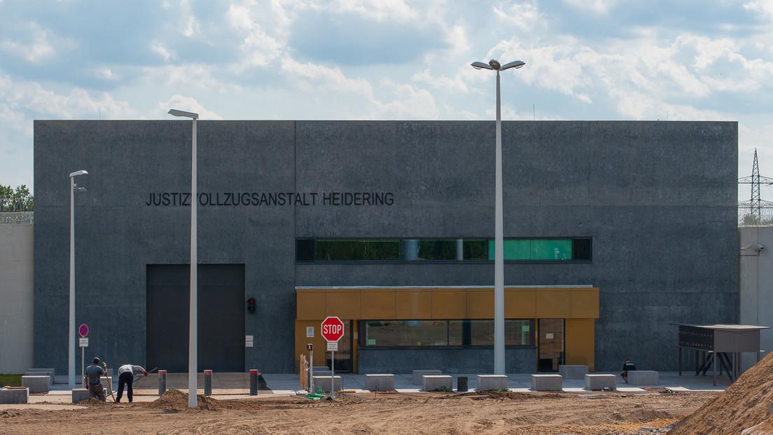 Daños por 60.000 dólares: una prisión alemana tiene que cambiar 600 cerraduras por un mensaje de WhatsApp de un becario
