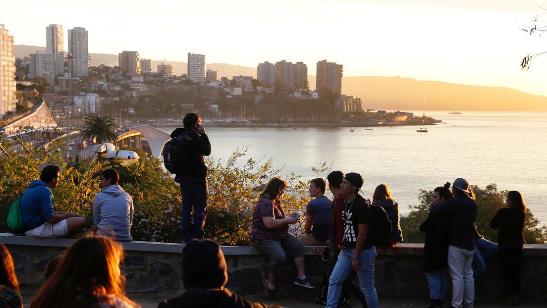 """La Armada de Chile emite el 'estado de precaución' por un posible """"tsunami menor"""" en las costas del país"""