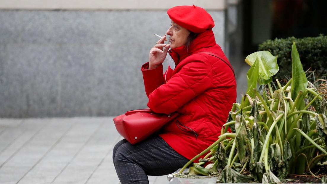 Un estado de EE.UU. agrega a los fumadores a la lista prioritaria de vacunación contra el covid-19