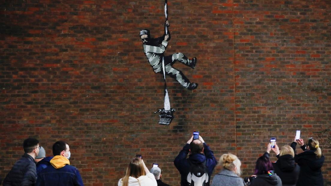 Banksy confirma la autoría del grafiti aparecido en el muro de la célebre cárcel británica de Reading (VIDEO)