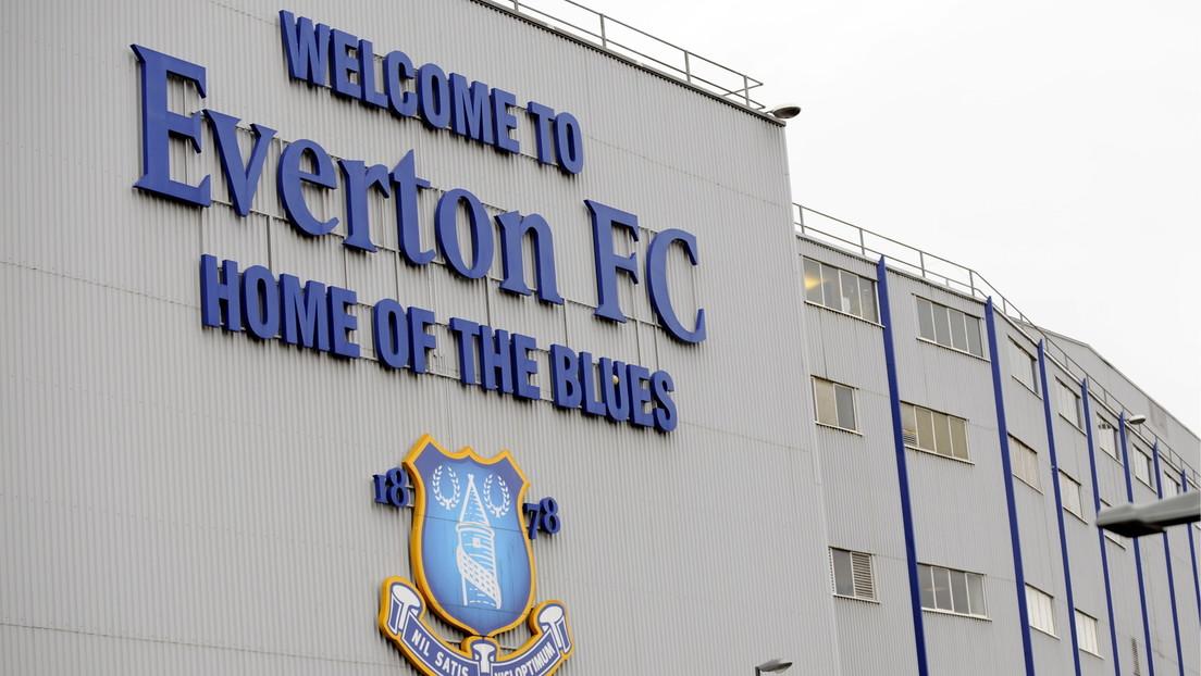 Se hace pasar por un futbolista del Everton inglés y roba un coche deportivo de un concesionario de BMW