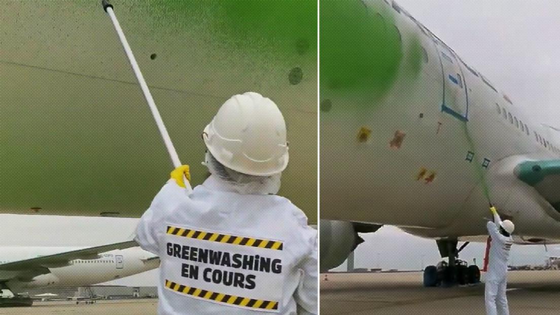 VIDEOS: Activistas de Greenpeace pintan de verde un avión en Francia para exigir mejores políticas medioambientales