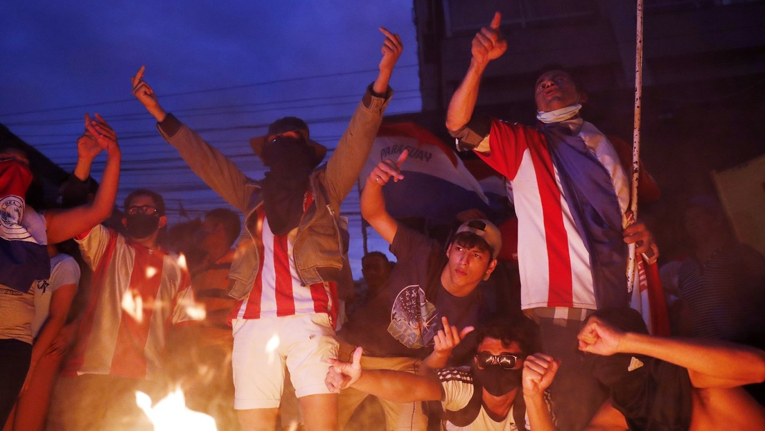 Mario Abdo pide a sus ministros que pongan sus cargos a disposición tras multitudinaria protesta en Paraguay