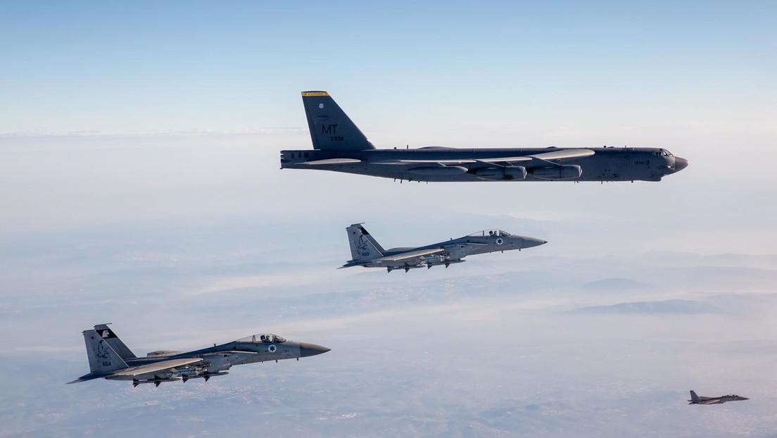VIDEO: Aviones israelíes escoltan a bombarderos B-52 estadounidenses en el territorio de Israel
