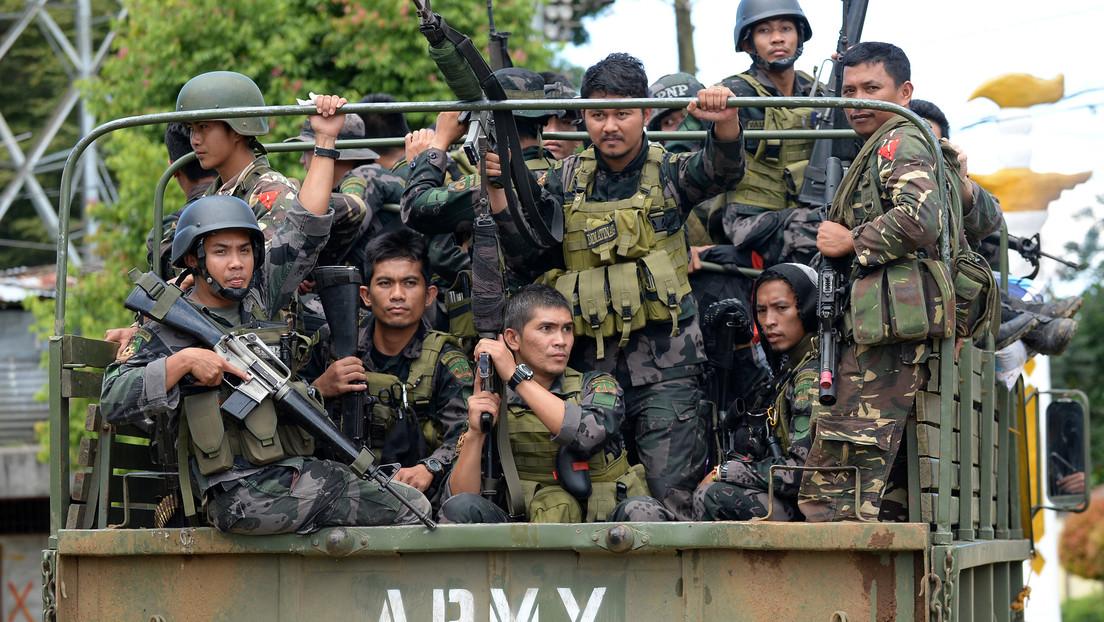 """La Policía de Filipinas mata a nueve personas luego que Duterte ordenara """"acabar de inmediato"""" con los rebeldes comunistas del país"""