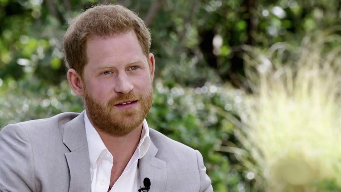 """El príncipe Enrique afirma que el racismo motivó """"en gran parte"""" su decisión y la de Meghan Markle de irse del Reino Unido"""
