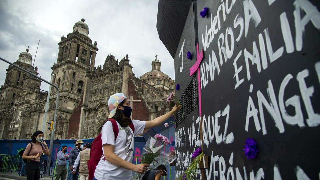 La justificación que ofreció López Obrador sobre las vallas que cercan el Palacio Nacional en el Día de la Mujer