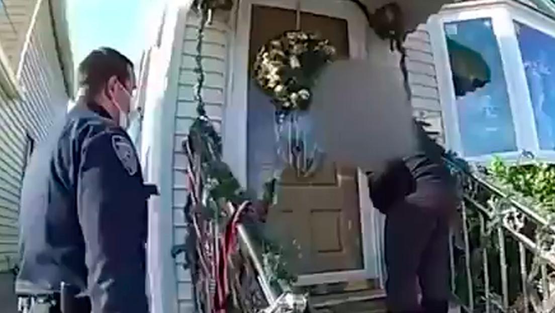 VIDEO: Un sospechoso de violencia doméstica dispara sin más contra dos agentes policiales de EE.UU. y termina muerto