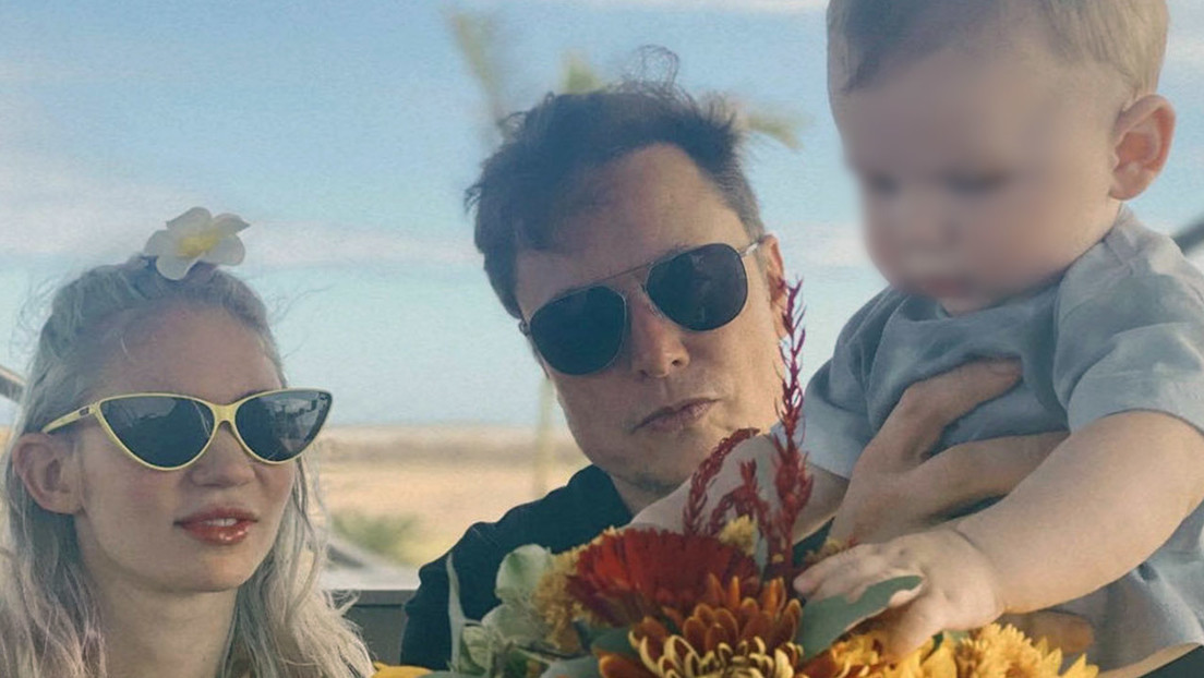 FOTO: Elon Musk comparte una imagen familiar íntima junto a Grimes y su hijo X Æ A-Xii