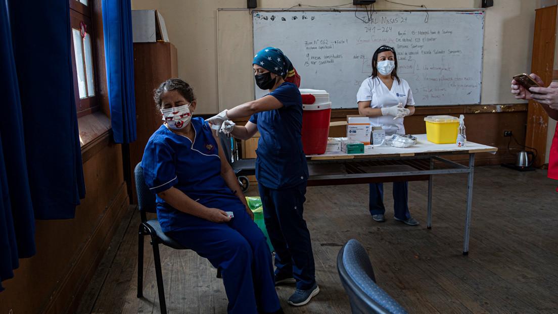 Chile supera a Israel y se convierte en el país con más vacunados contra el covid-19 por cada 100 habitantes en los últimos siete días