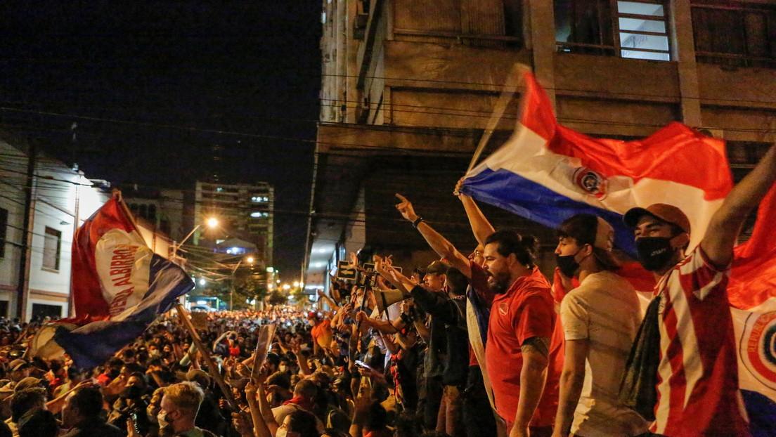 Crece el respaldo para un juicio político contra el Gobierno de Mario Abdo Benítez en el quinto día de manifestaciones en Paraguay - RT
