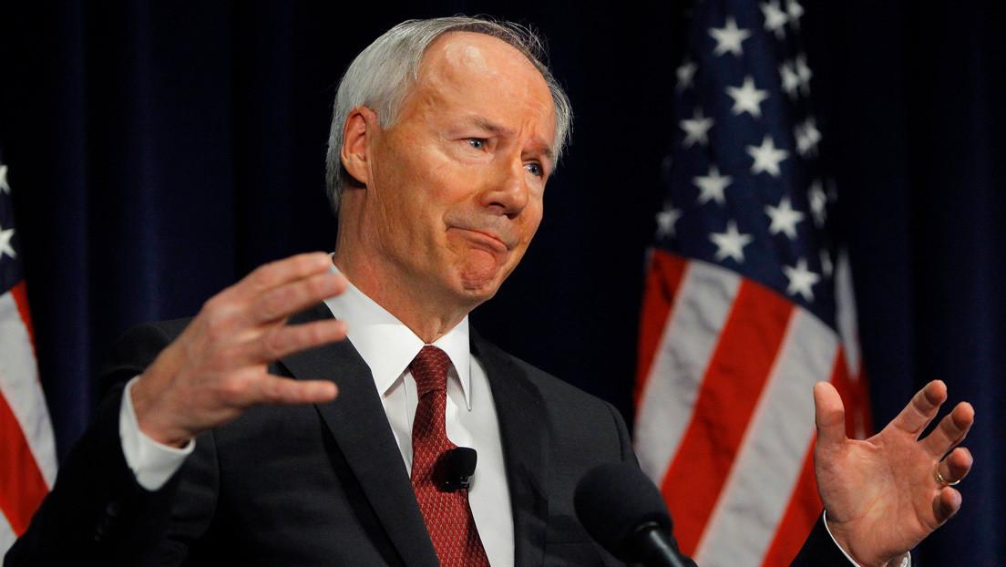 El gobernador de Arkansas firma la prohibición casi total del aborto