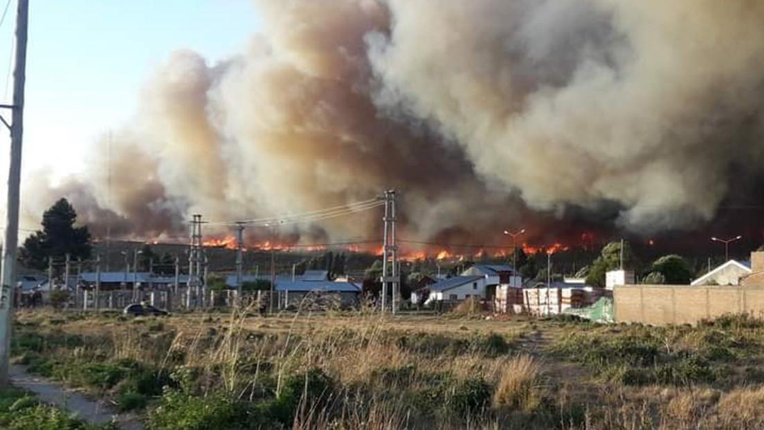 """""""Una situación catastrófica"""": nuevos incendios en el sur de Argentina provocan heridos y arrasan viviendas (VIDEOS)"""