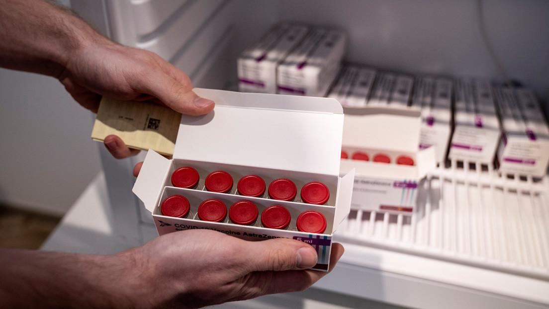 """Varios países europeos suspenden la vacunación con el fármaco de AstraZeneca, mientras que la EMA dice que sus beneficios """"superan"""" los riesgos"""