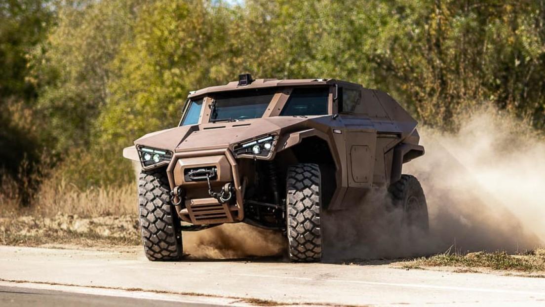 """VIDEO: Volvo presenta """"el primer vehículo blindado verdaderamente híbrido del mundo"""", capaz de moverse como un cangrejo"""