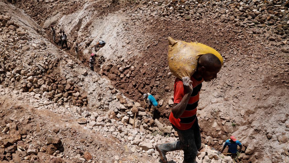 VIDEO: Descubrimiento en la RD de Congo de una 'montaña de oro' con una concentración de hasta 90 % del metal precioso desata una masiva fiebre de oro