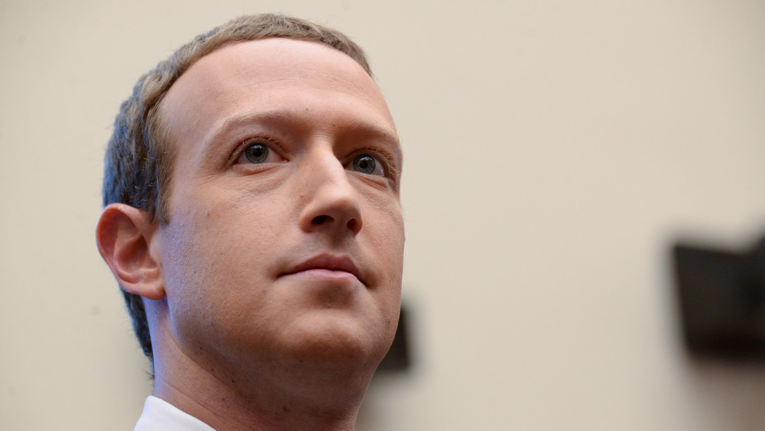 """Zuckerberg promete crear para el 2030 un dispositivo con el que será posible """"teletransportarse"""""""