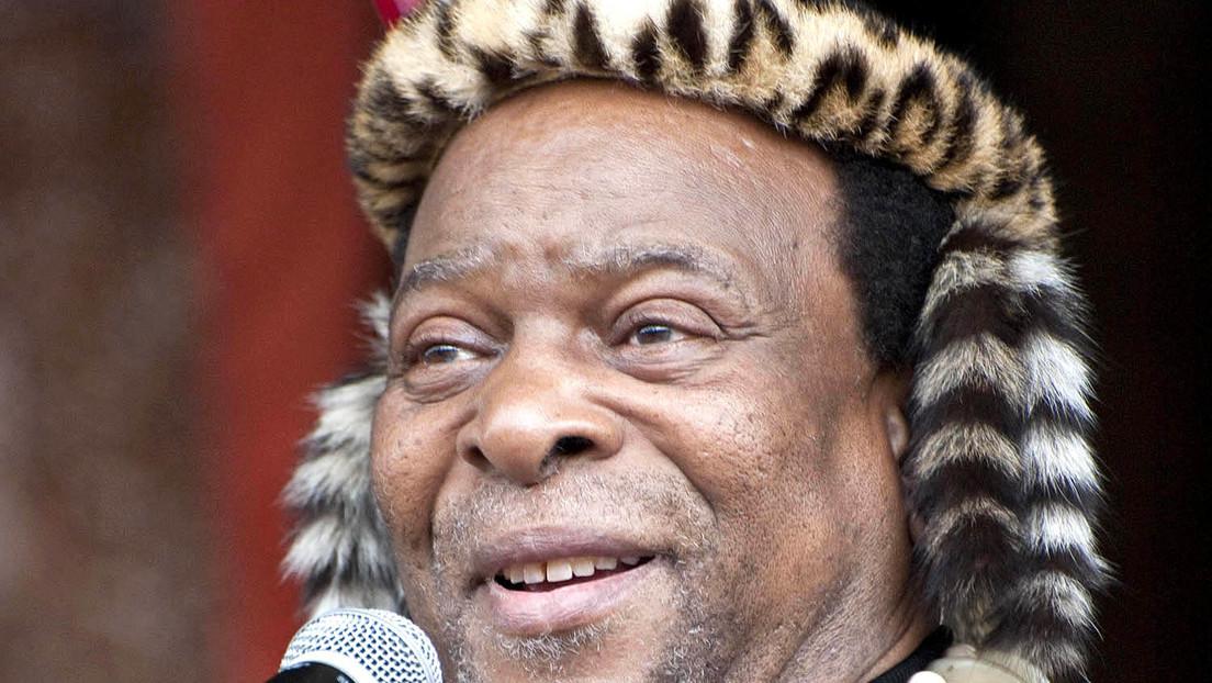 Muere Zwelithini, 'rey sin reino' que fue un símbolo del nacionalismo zulú y acabó convirtiéndolos en inquilinos en sus tierras: ¿qué se sabe de él?