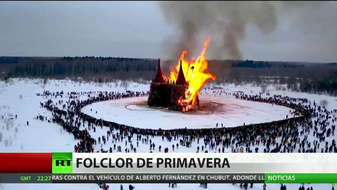 Rusia celebra la festividad de la Máslenitsa, que marca el fin del invierno