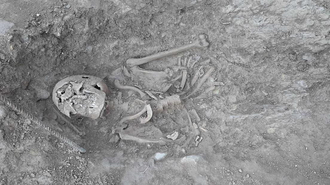 Hallan en España 11 esqueletos humanos ocultos bajo una piscina en el lugar de un castillo medieval