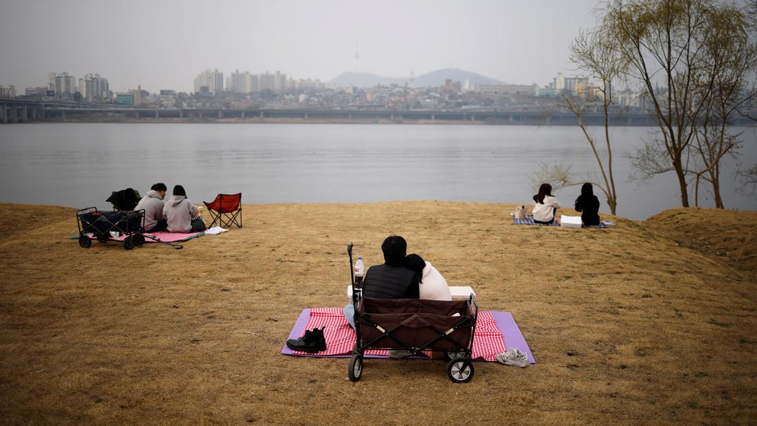 Los jóvenes surcoreanos casados fingen ser solteros para evitar largas filas de espera a viviendas asequibles