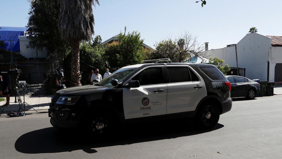 El video de un expolicía de Los Ángeles que grita insultos racistas en plena calle impulsa la revisión de los cientos de casos que llevó