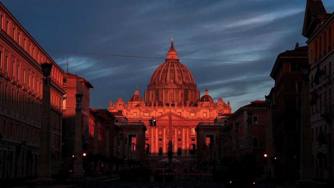 """""""Me resigné"""": Un exmonaguillo del Vaticano denuncia que un compañero abusó sexualmente de él cuando eran menores"""