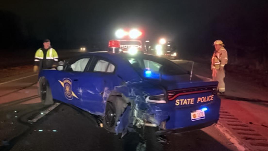 Conductor de un Tesla en piloto automático choca contra un vehículo policial en EE.UU.