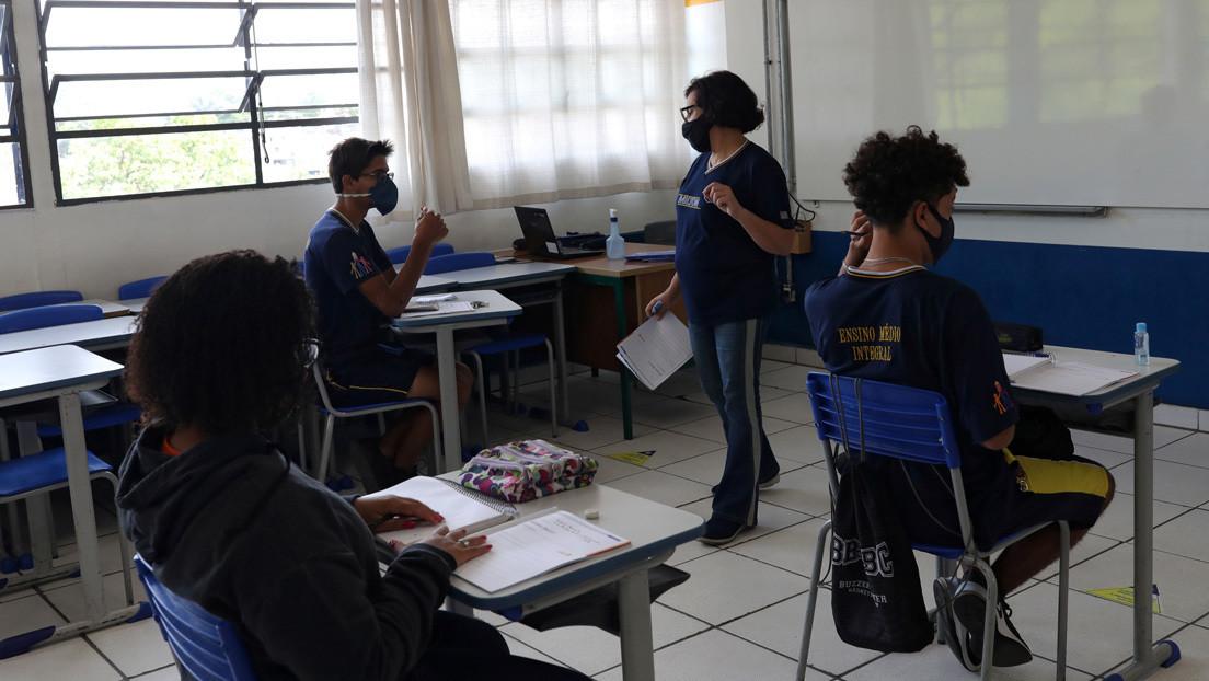 Bolsonaro veta integralmente una ley que garantizaba el acceso a internet gratis para estudiantes y profesores en Brasil