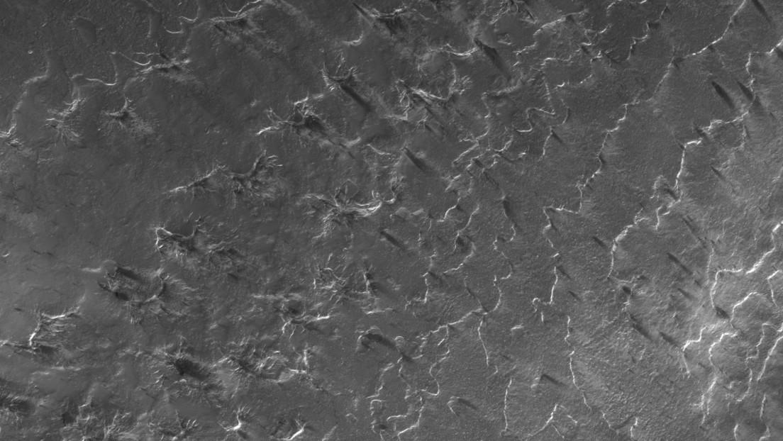 Demuestran cómo se crean las 'arañas' en la superficie de Marte