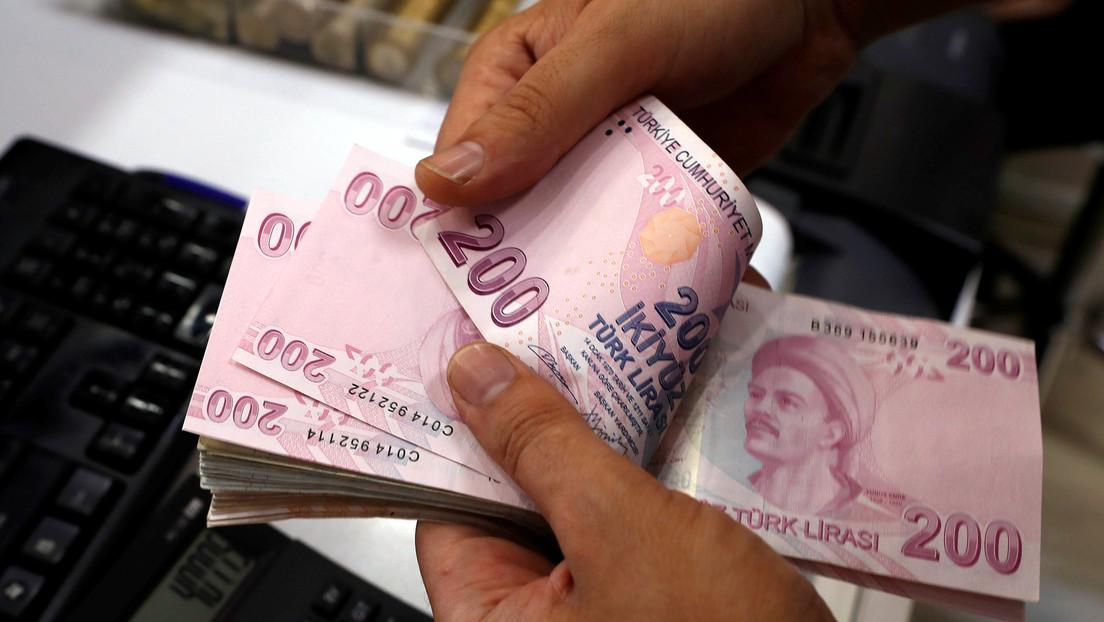La lira turca se desploma casi el 16% y causa las caídas del peso mexicano y el real brasileño por el despido del jefe del Banco Central de Turquía