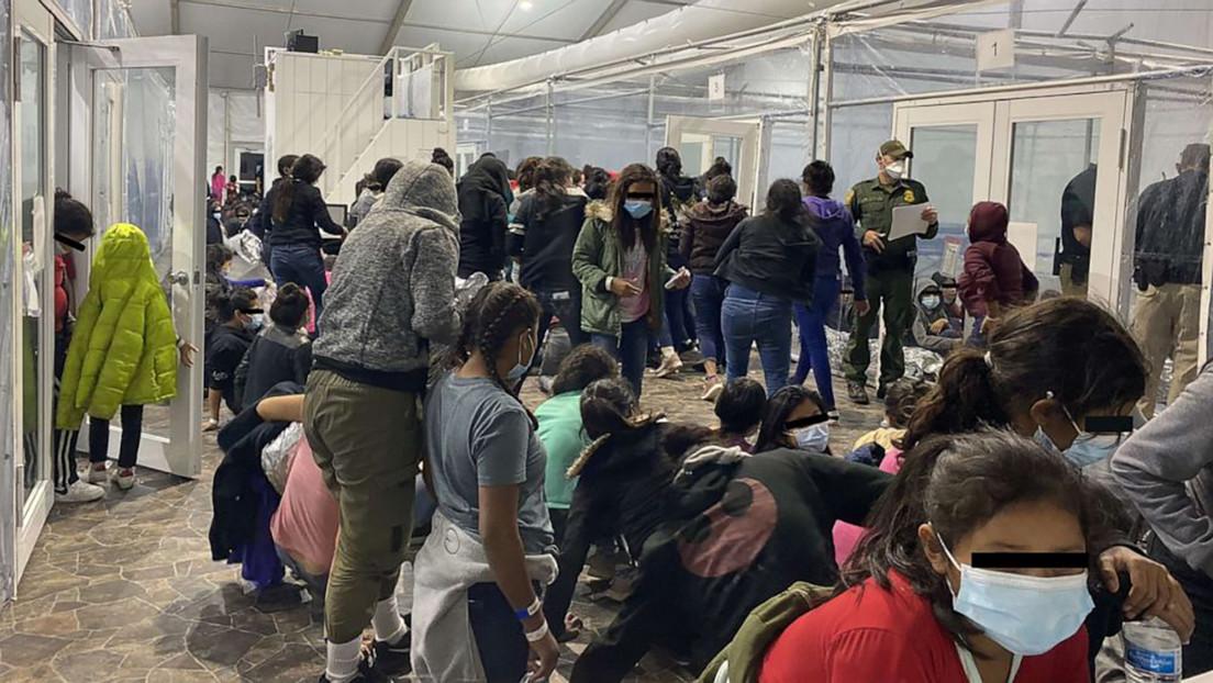 """Fotos revelan las malas condiciones en centros de detención de migrantes en Texas mientras la Casa Blanca insiste en que """"no es una crisis"""""""