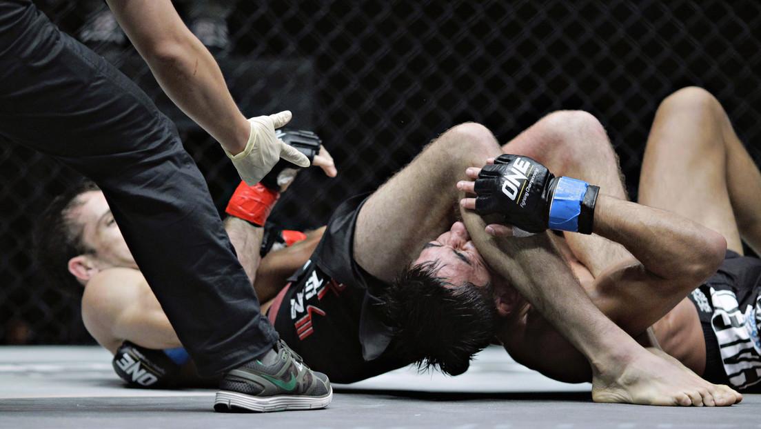 VIDEO: Un luchador de MMA sigue golpeando a su oponente tras ganar por nocaut y desata una riña colectiva