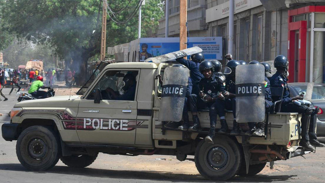 Atacantes en motocicletas asaltan aldeas y matan a más de 100 personas en la acción yihadista más mortífera perpetrada en Níger