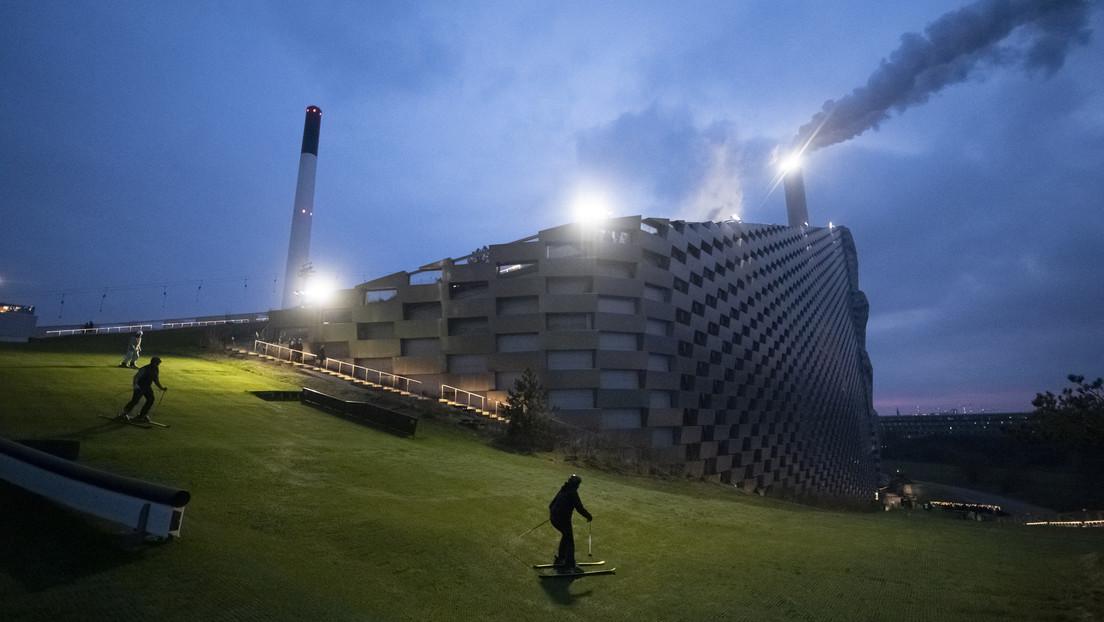 Transforman una planta de conversión de residuos en una pista de esquí