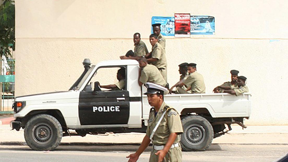 """Detienen a un hombre que ingresó a un avión vacío y amenazó con prenderle fuego en un aeropuerto de Mauritania, porque """"tenía problemas"""" con el país"""