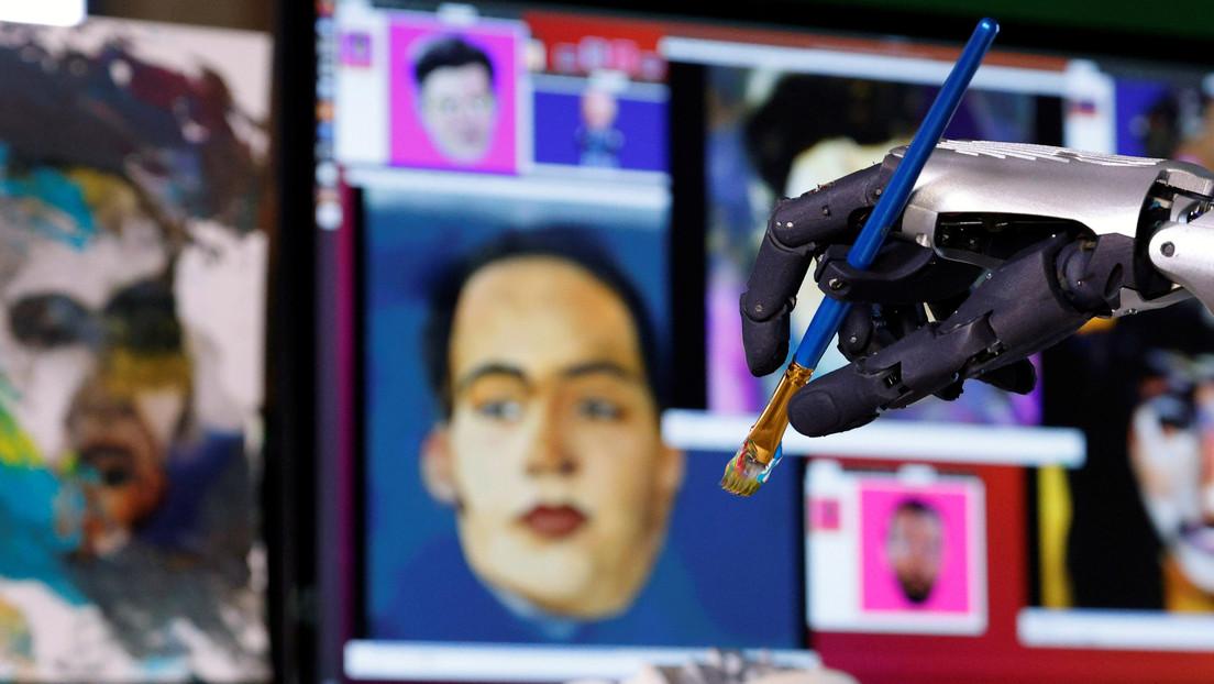 Subastan por casi 700.000 dólares una obra digital NFT creada por el robot que prometió destruir la humanidad