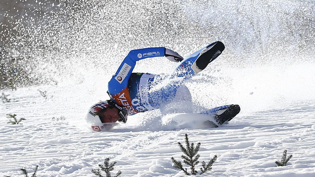 El campeón olímpico de salto de esquí por equipos sufre un aparatoso accidente tras perder el control en pleno vuelo (VIDEO)