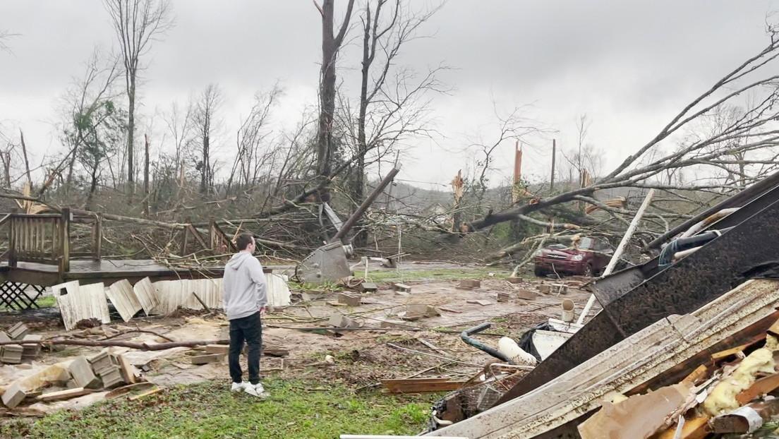 Una 'supercélula' de ocho tornados azota EE.UU., dejando al menos cinco muertos y varios heridos en Alabama