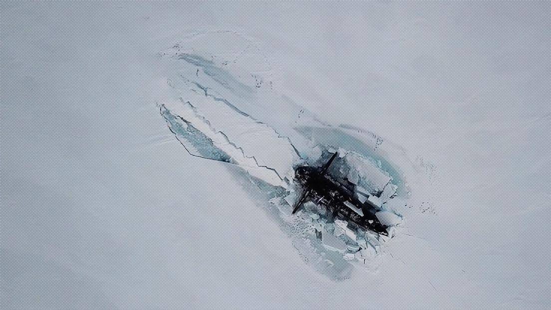 VIDEO: Por primera vez en la historia, tres submarinos nucleares rusos emergen por debajo del hielo durante maniobras en el Ártico