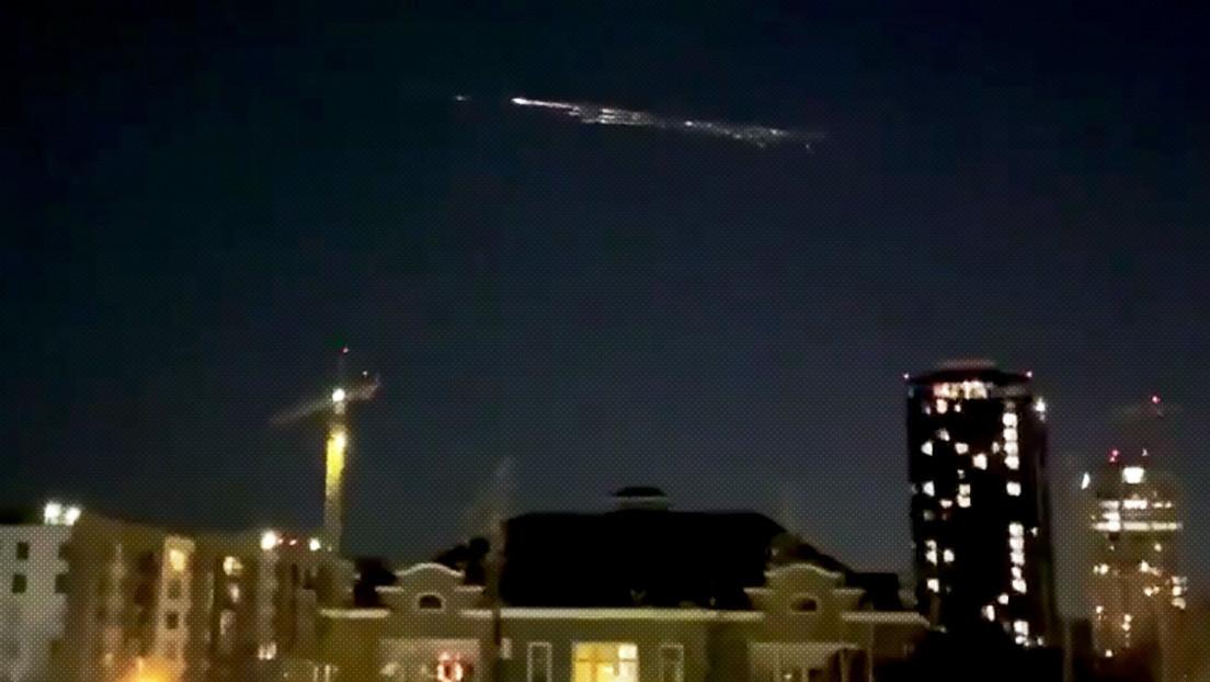 Una sección del cohete Falcon 9 de SpaceX se desintegra al entrar en la atmósfera, brindando un impresionante espectáculo (VIDEOS)