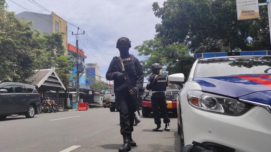 Captan el momento de la explosión en un presunto ataque suicida frente a una iglesia católica en Indonesia