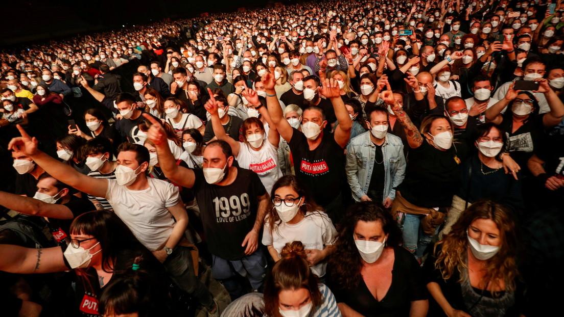 5.000 fanáticos acuden a un concierto en Barcelona tras pasar la prueba del coronavirus el mismo día (FOTOS)
